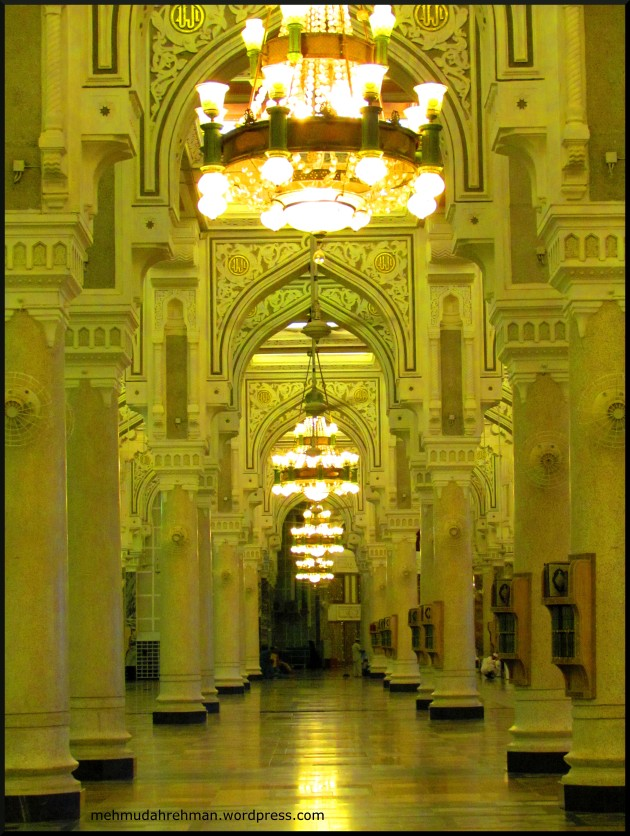 Another shot inside the Grand Mosque. I loved the mornings.